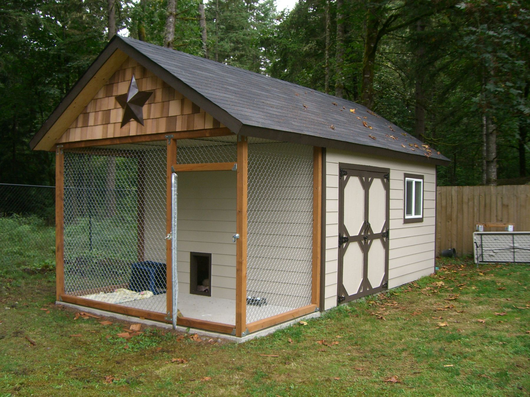 Dog house shed kennel design ideas tips shed liquidators for Dog kennel shed combo plans
